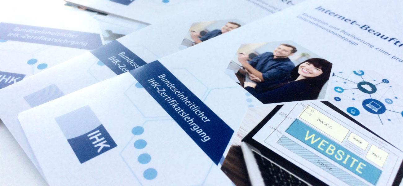 Produktflyer zu bundeseinheitlichen IHK-Zertifikatslehrgängen Trainingskonzepte