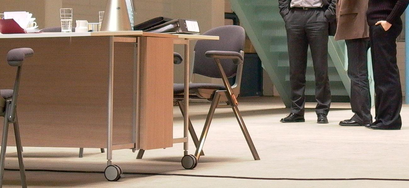 Büromöbeldesign zur Nutzung bei Meetings (Designstudie)